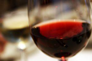 איך להסתכל על כוס היין
